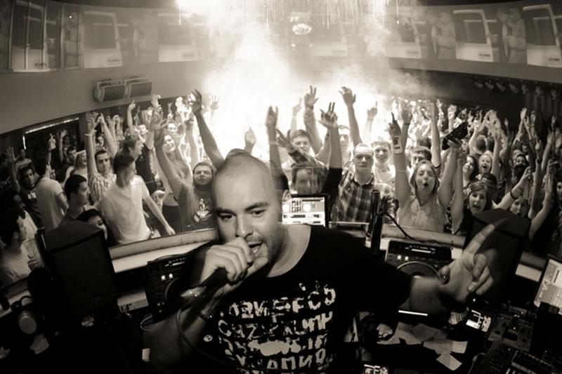 DJ-Box-Mic-B&W-Hands-Up-800px
